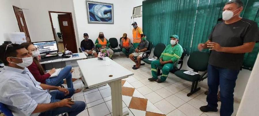Prefeito Alex se reuniu com servidores que fazem a coleta de lixo doméstico na cidade
